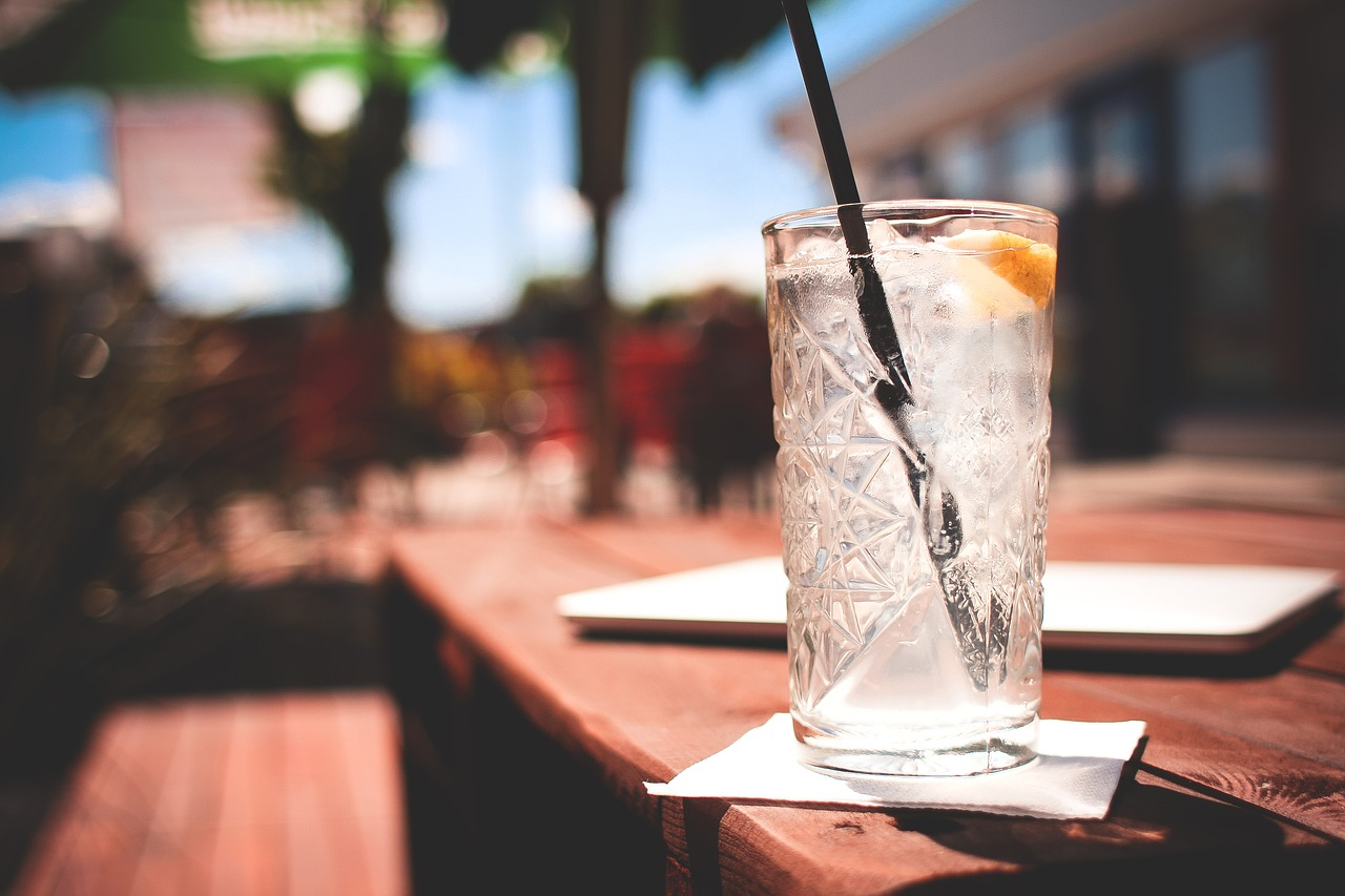 As Lloyd's of London bans booze during the day, we look at how employers can manage alcohol related problems in the workplace